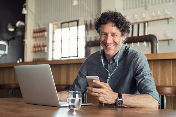 businessman with headphones during a call - owner laptop smartphone foto e immagini stock