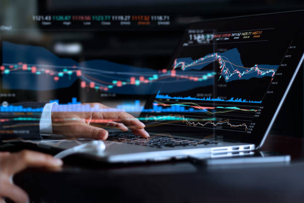Businessman with statistic graph of stock market financial indices analysis on laptop screen, finance data and technology concept - foto stock