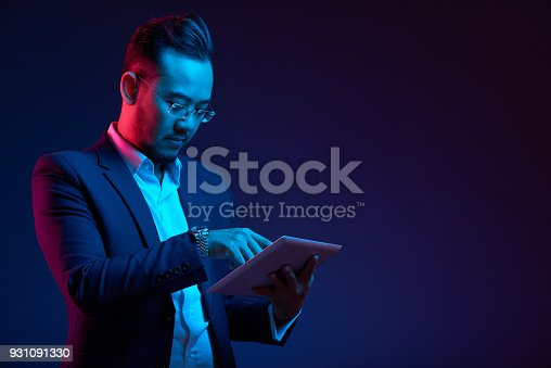 istock Businessman with tablet computer 931091330