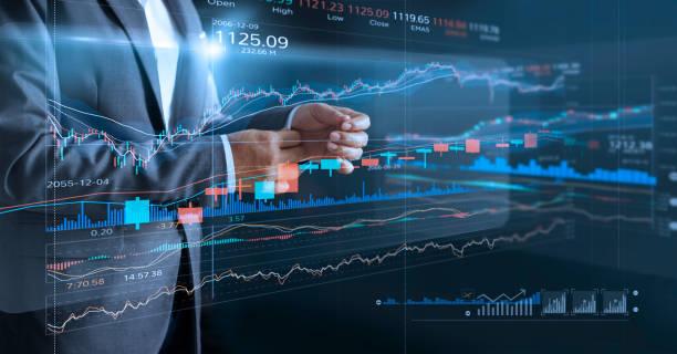 Homme d'affaires avec graphique d'indice statistique virtuel écran et les données, le graphique d'analyse de la bourse financière, la bourse et le marché boursier données concept. - Photo