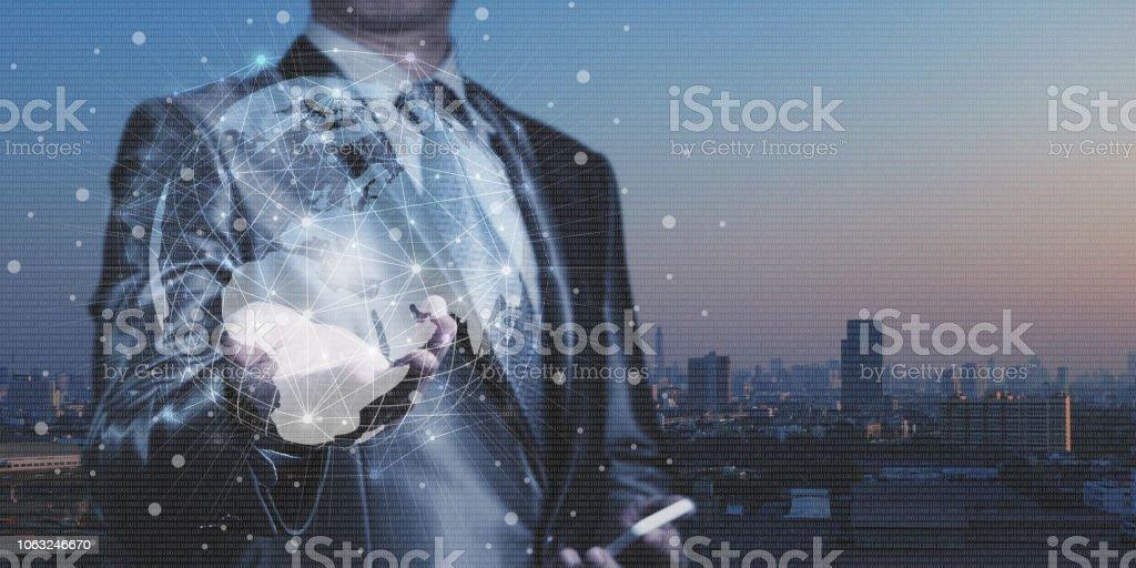 Homme d'affaires travaillent avec blocage du système de numération binaire d'IA, sécurité des réseaux et système de mondialisation - Photo