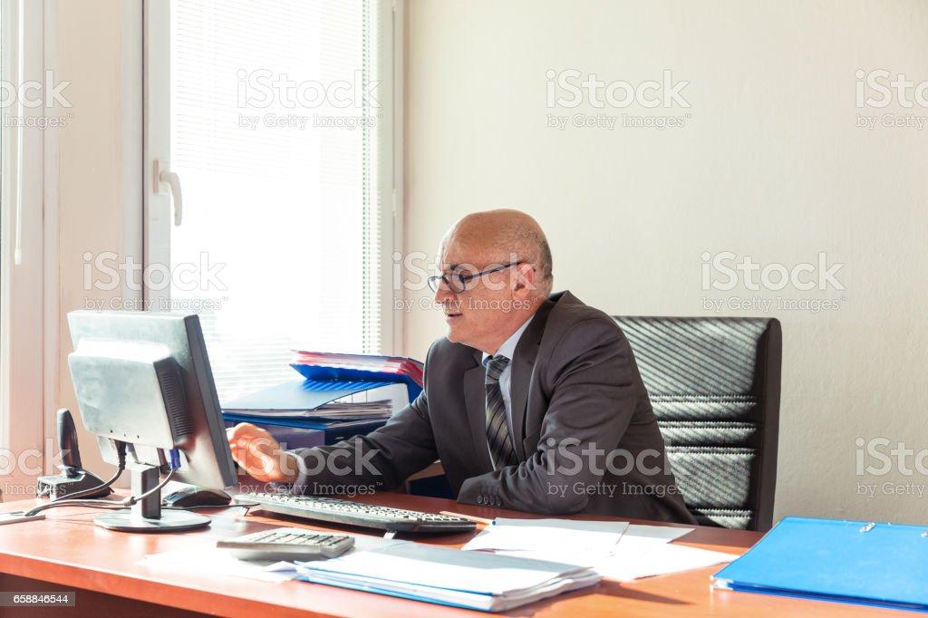 Geschäftsmann Arbeiten am Schreibtisch – Foto