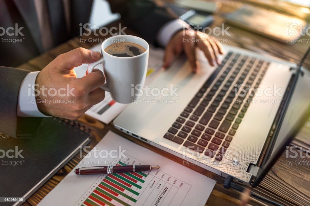 Businessman Working In Office And Having A Cup Of Coffee foto de stock royalty-free