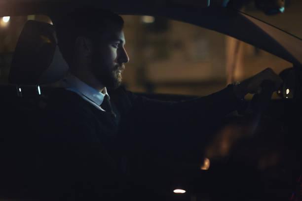 Geschäftsmann, Überstunden und Autofahren – Foto