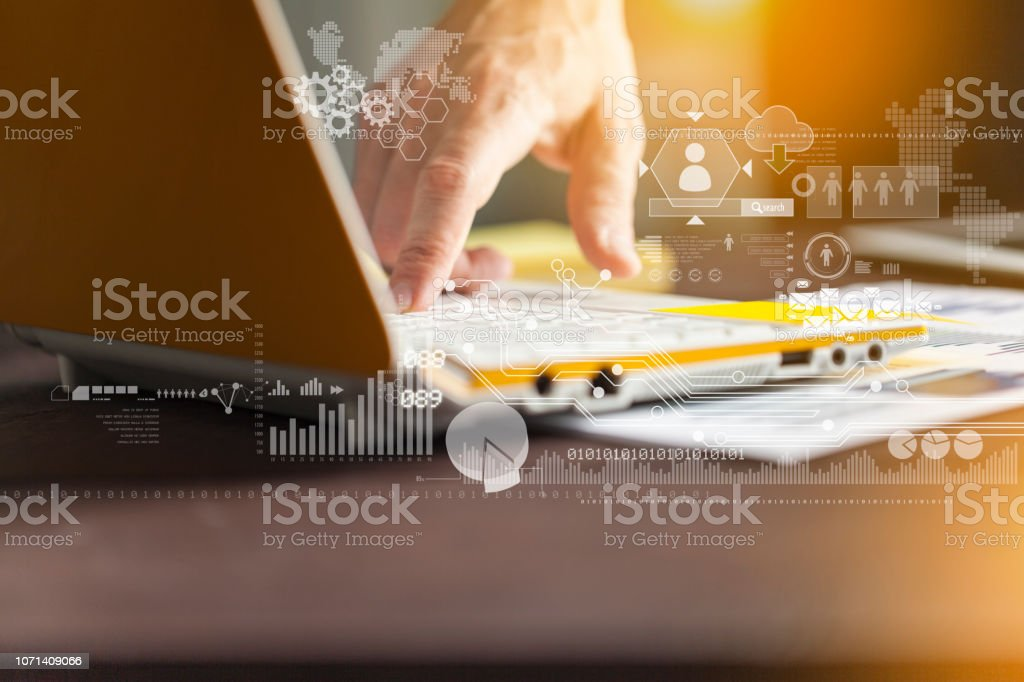 Geschäftsmann, arbeiten mit Laptop-computer – Foto