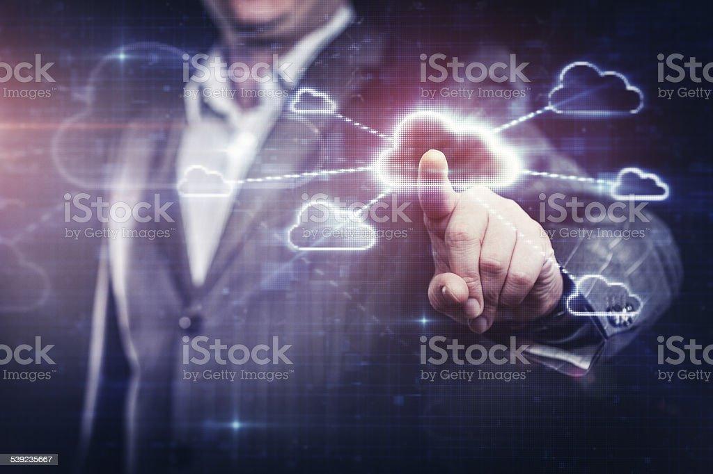Hombre de negocios trabajando con nube de red foto de stock libre de derechos