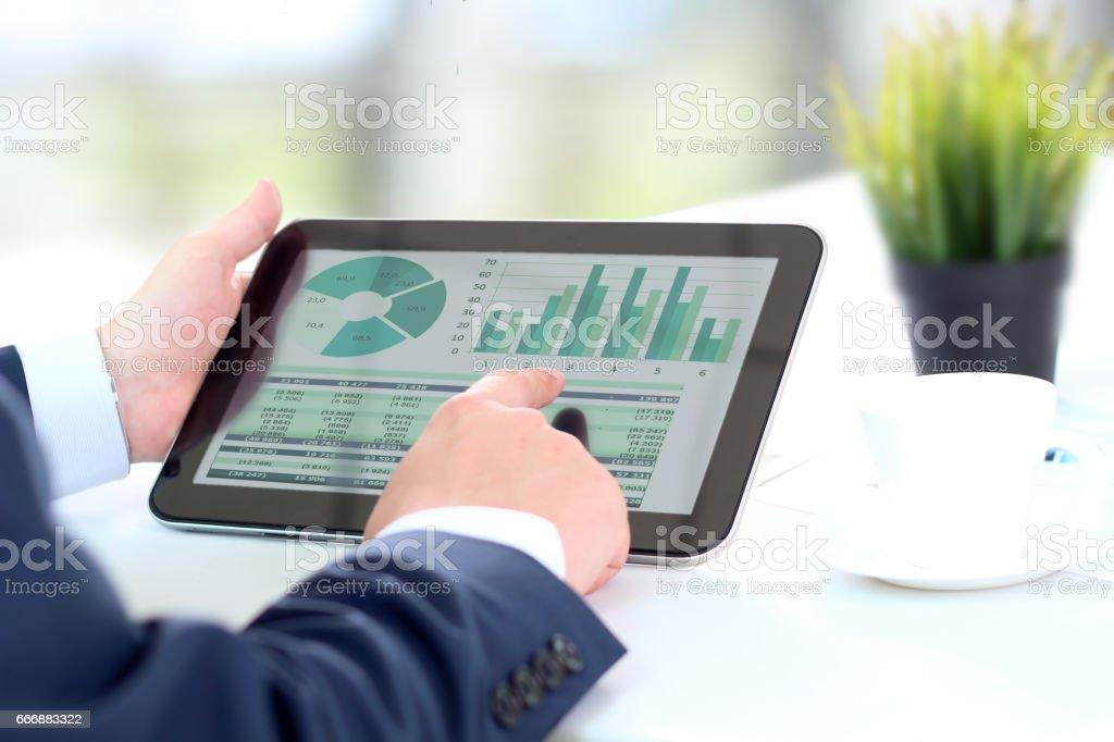 Businessman working with digital tablet – Foto