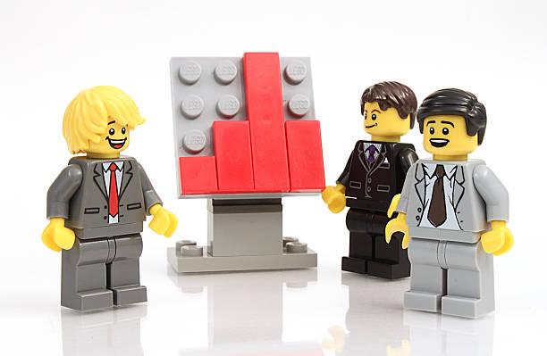 businessmen and graph - lego stockfoto's en -beelden
