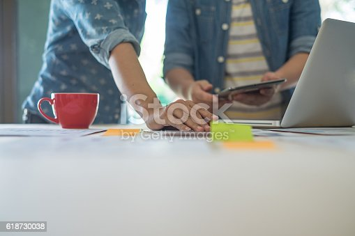 istock Businessmen are analyzing the data to business planning 618730038