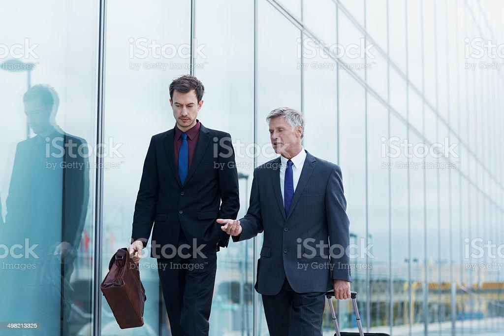 Geschäftsleute, bevor Sie an Bord - Lizenzfrei Anzug Stock-Foto