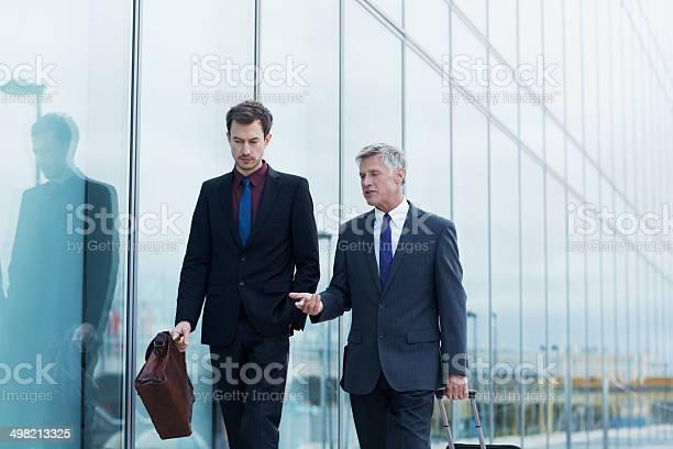 Geschäftsleute Bevor Sie An Bord Stockfoto und mehr Bilder von Anzug