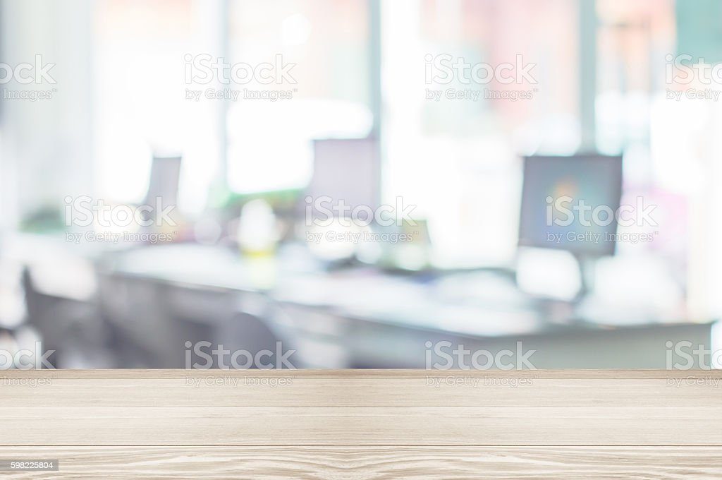 Businessmen blur in the workplace.Table Top And Blur Office foto royalty-free
