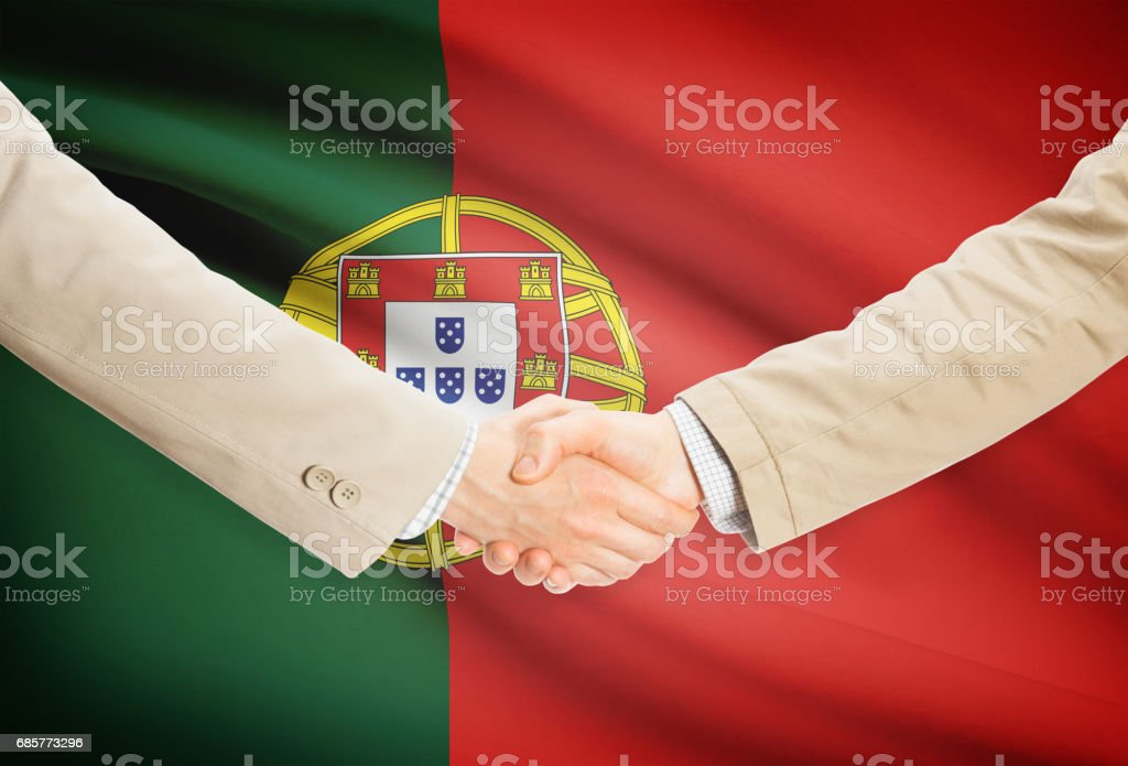 Businessmen handshake with flag on background - Portugal photo libre de droits