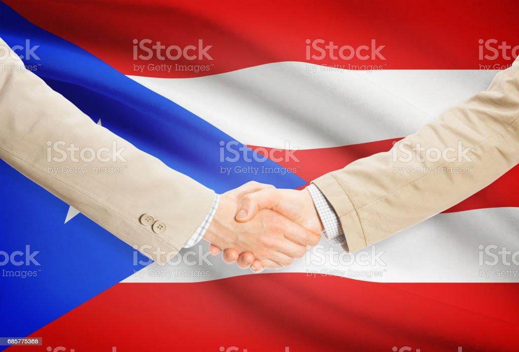 Businessmen handshake with flag on background - Puerto Rico photo libre de droits