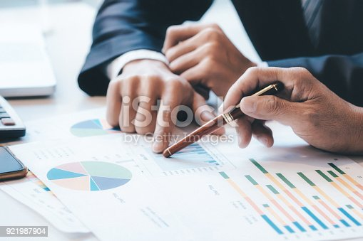 istock Businessmen teamwork brainstorming meeting. 921987904