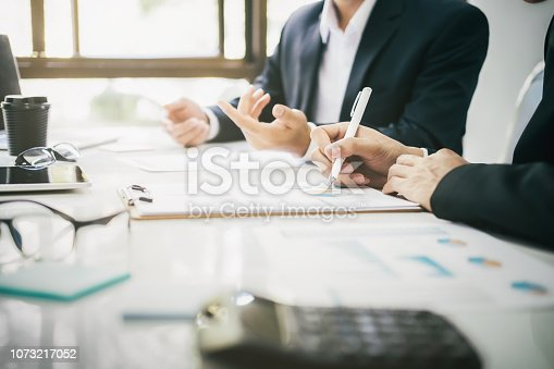 istock Businessmen teamwork meeting to discuss the investment. 1073217052