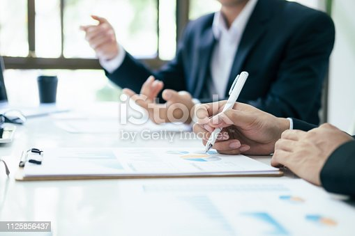 istock Businessmen teamwork meeting to discuss the investment. 1125856437
