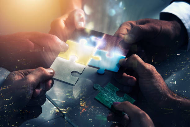 Businessmen working together to build a puzzle. Concept of teamwork, partnership, integration and startup - foto stock