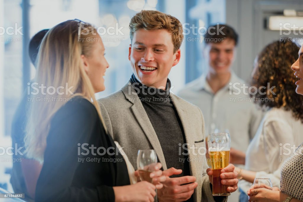 Businesspeople Enjoying After-Work Drinks - foto stock