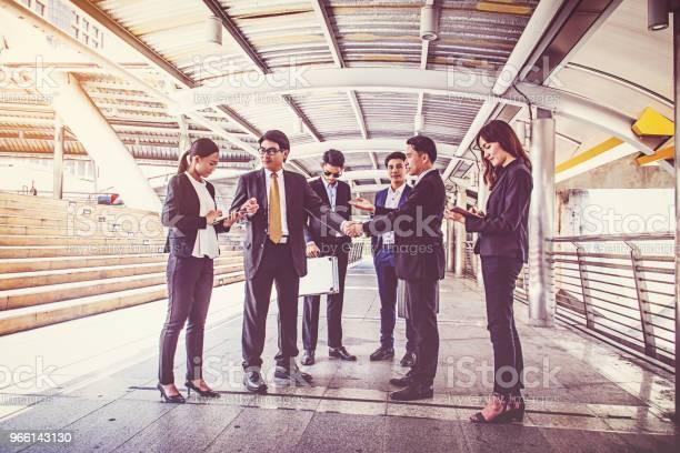 Businesspeople Group Handshake At City Business Team - Fotografias de stock e mais imagens de Adulto