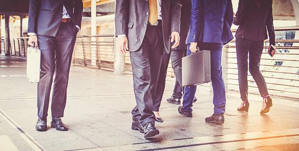 Ondernemers Groep Wandelen In De Stad Business Team Stockfoto en meer beelden van Attaché