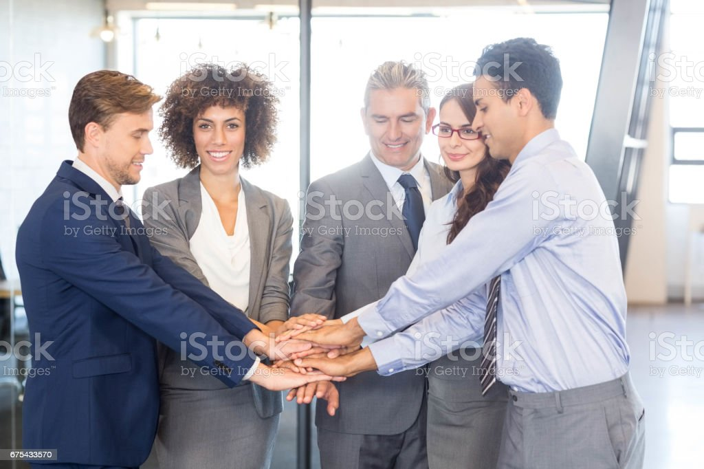 İş adamları eller üst üste yığılmış royalty-free stock photo