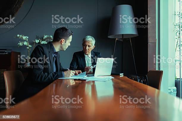 Geschäftsleute Haben Treffen Stockfoto und mehr Bilder von Generaldirektor - Oberes Management