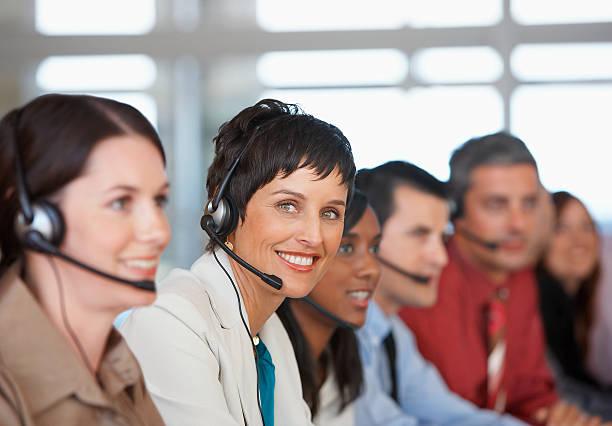 Hommes d'affaires en réunion avec services de traduction - Photo
