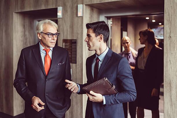 Geschäftsleute im Büro – Foto