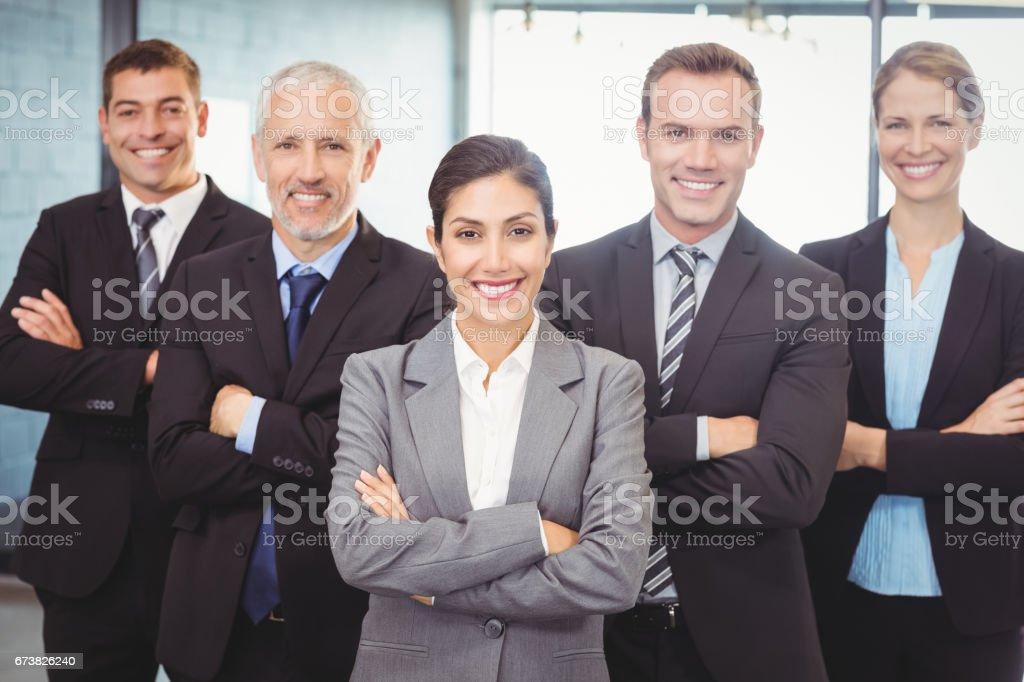 Businesspeople, debout avec les bras croisés photo libre de droits