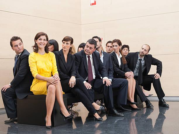 Hommes d'affaires Regarder fixement dans des collègue - Photo