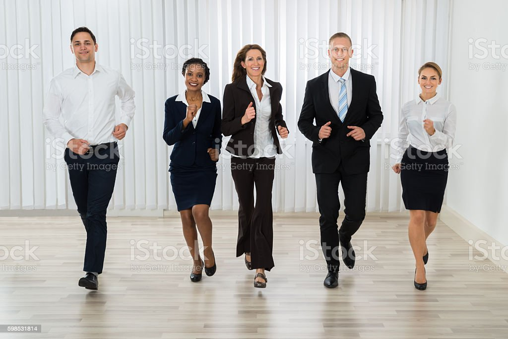Businesspeople Together Running In Office photo libre de droits