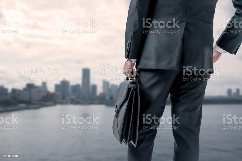 empresário e paisagem urbana - foto de acervo