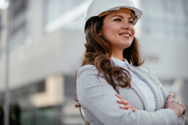 Geschäftsfrau, Architektin, Ingenieurin. Ingenieurin auf der Baustelle – Foto