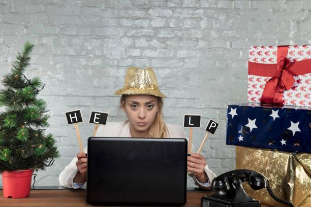 empresaria pide ayuda, ella debe trabajar en navidad - presión fotografías e imágenes de stock