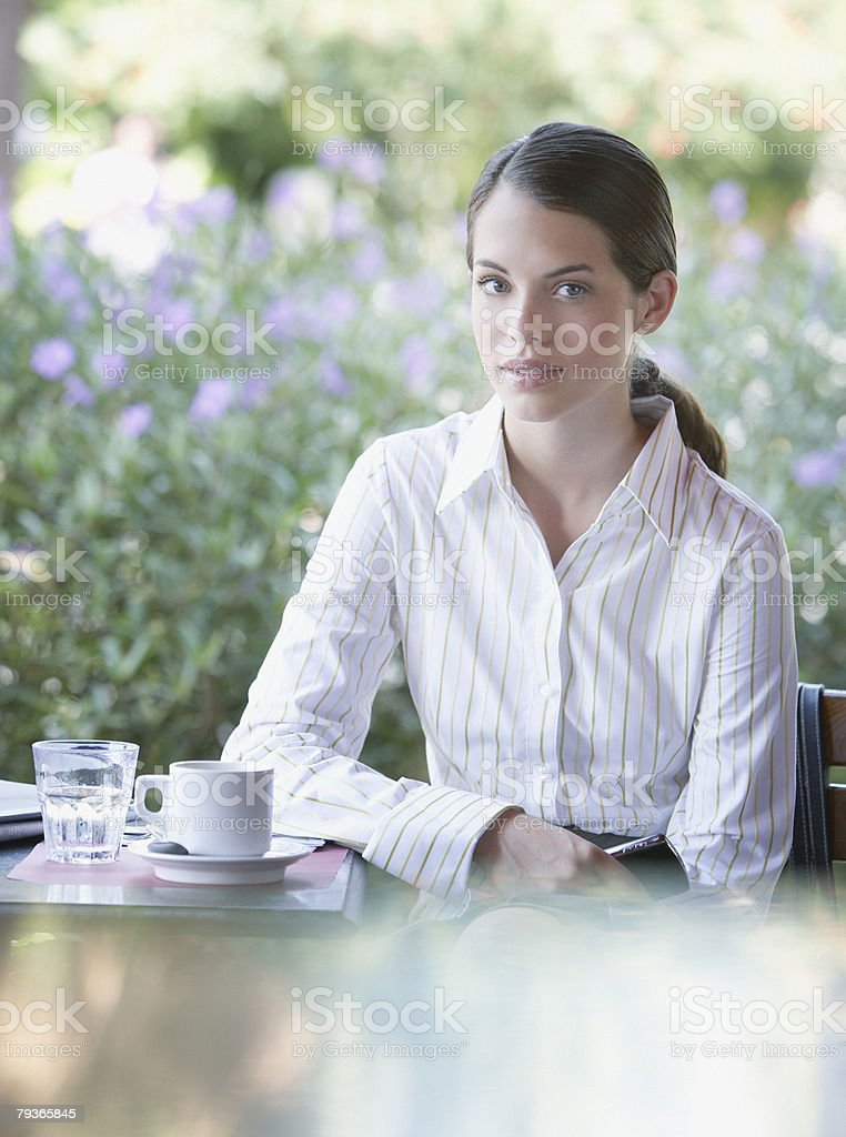 Businesswoman at outdoor patio table looking at camera 免版稅 stock photo