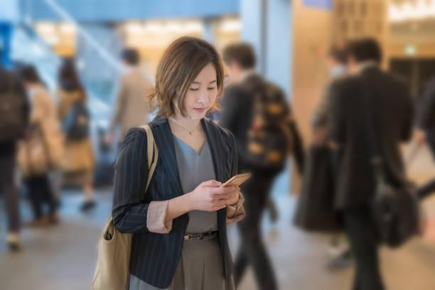 東京都の駅で実業家 - 通勤 ストックフォトと画像