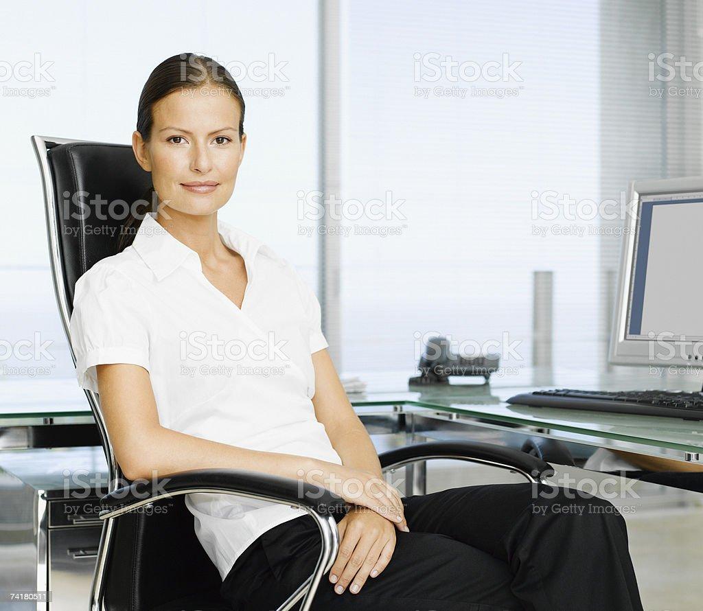Mulher de Negócios no local de trabalho foto de stock royalty-free