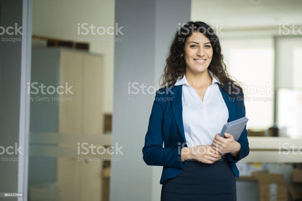 Femme d'affaires au travail - Photo de Adulte libre de droits