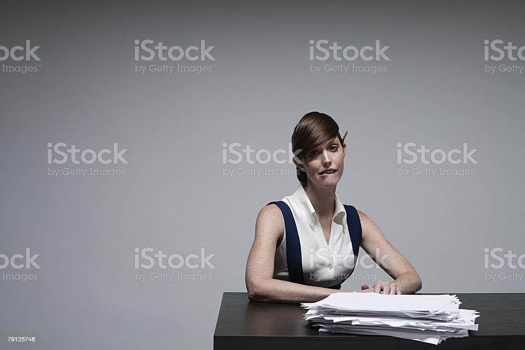 Uma Empresária Morder o Lábio foto de stock royalty-free