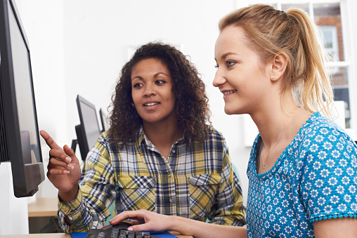 istock Businesswoman Giving Computer Training In Office 624713098