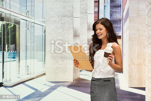 istock Businesswoman hold clipboard 918000114