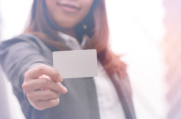 businesswoman holding empty card,business concept - gutscheinkarten stock-fotos und bilder