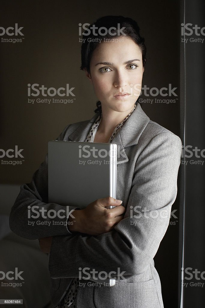Businesswoman holding laptop royalty free stockfoto