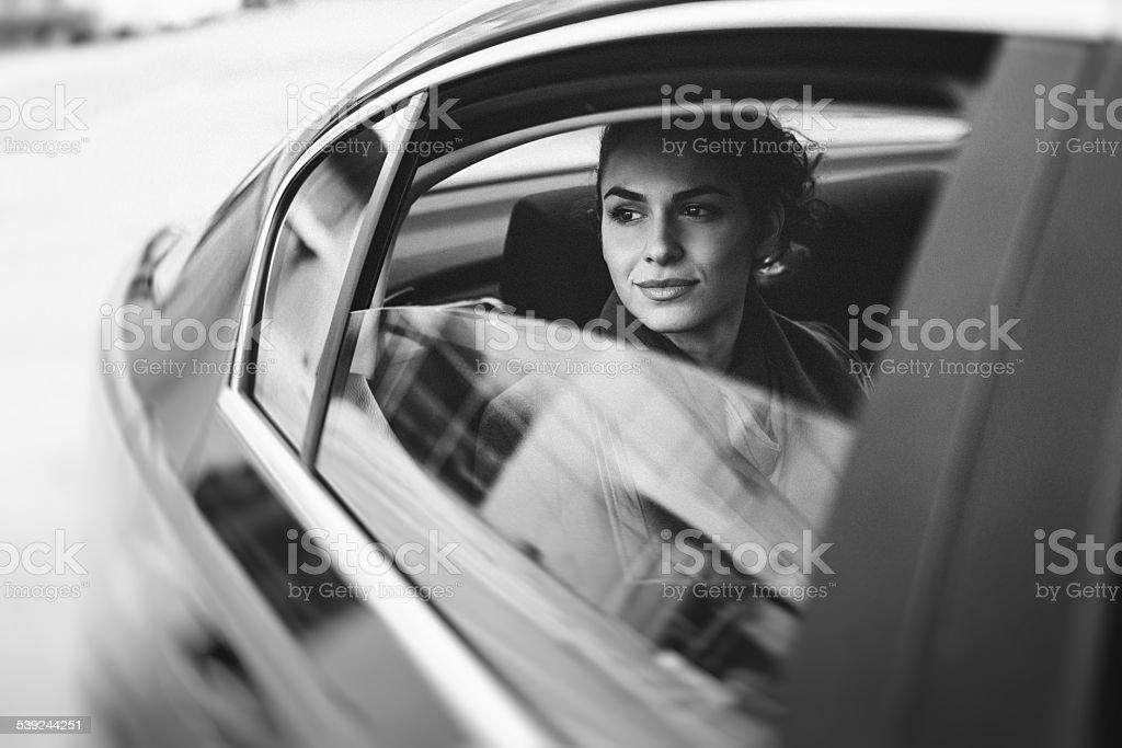 Empresaria en automóvil foto de stock libre de derechos