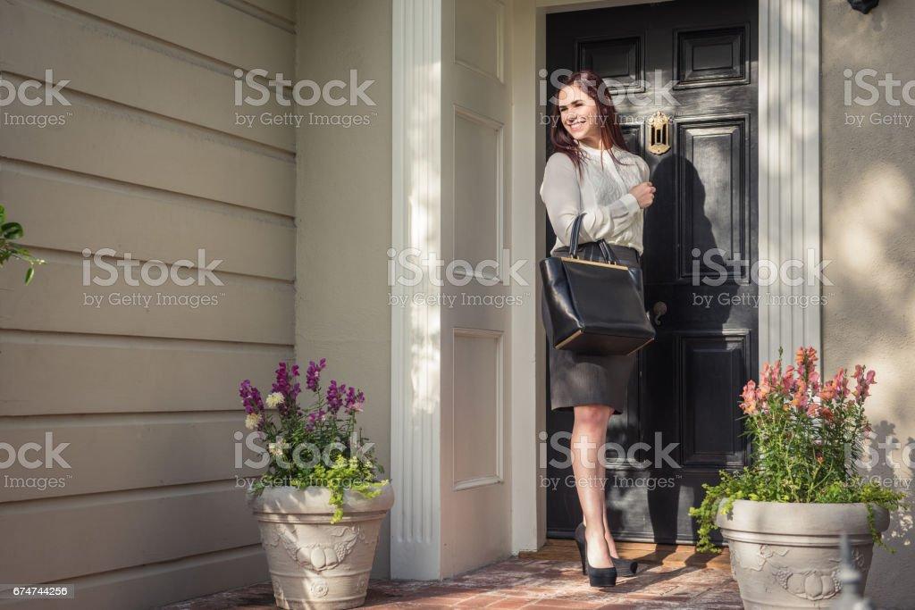 Femme d'affaires, laissant pour le travail - Photo