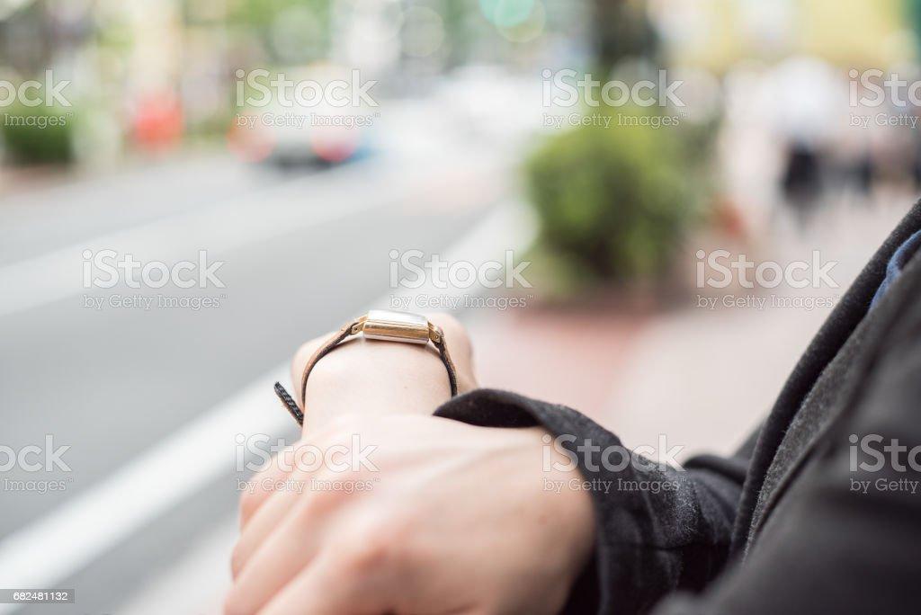 Businesswoman looking at the watch Стоковые фото Стоковая фотография