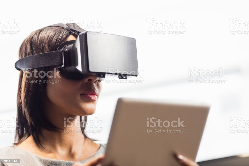 Businesswoman looking her tablet while using a virtual glasses foto stock royalty-free
