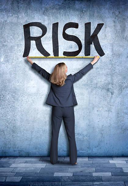 businesswoman measuring the word risk - menselijke ledematen stockfoto's en -beelden