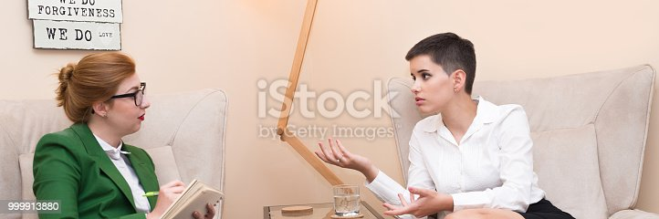 istock Businesswoman on the therapy 999913880